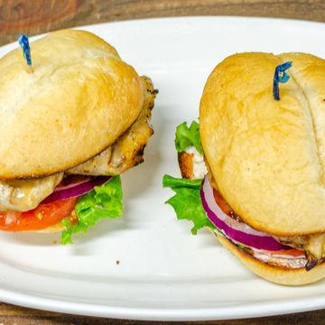 2 Grilled Peri Chicken Sliders