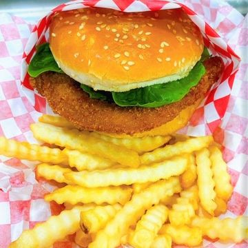 Crispy Chicken Sandwich w/ Fries